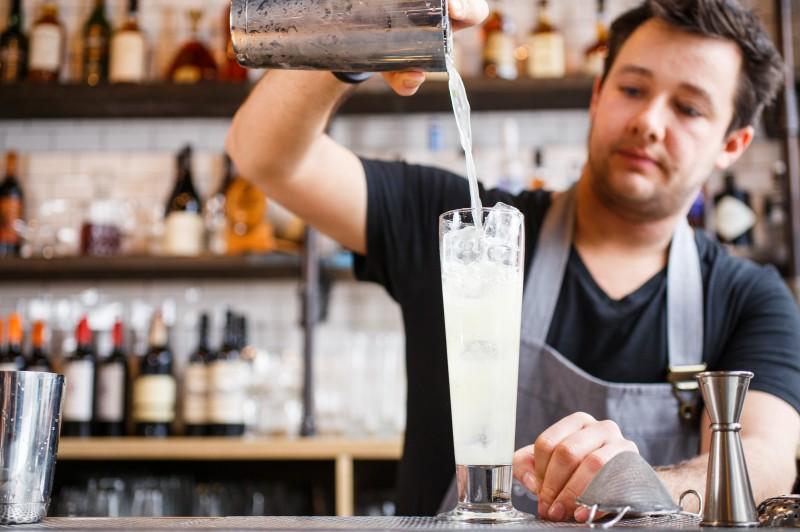 Come diventare barman: corsi, skill e tutto ciò che devi sapere